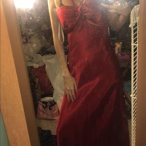 Dresses & Skirts - Log red prom dress